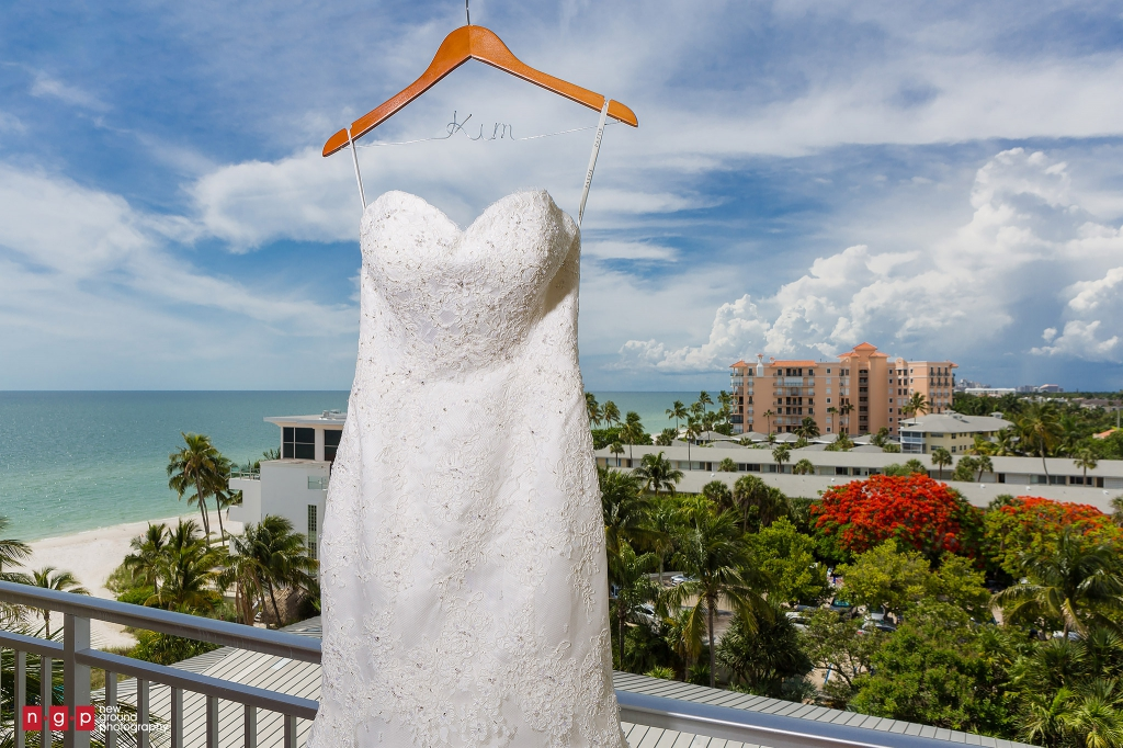 Naples beach hotel wedding kim dan naples wedding for Key west wedding dresses